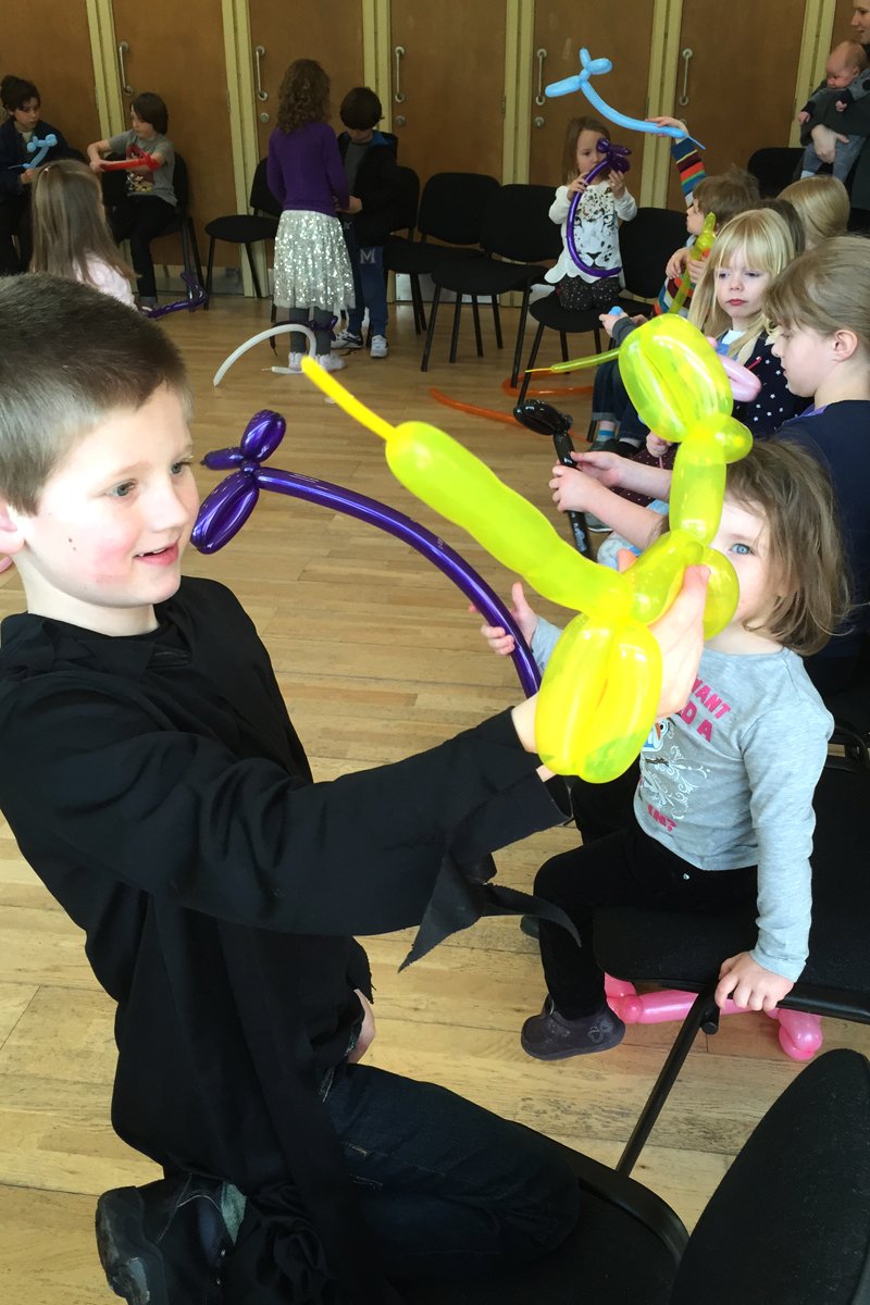 Balloon Modelling Workshop, learn the art of balloon modelling available from The Joker Entertainment. A great participation activity in the Midlands, Boston, Sleaford, Lincolnshire, Lincoln, Newark, Nottinghamshire, Rutland, Northampton, South Yorkshire, have a go