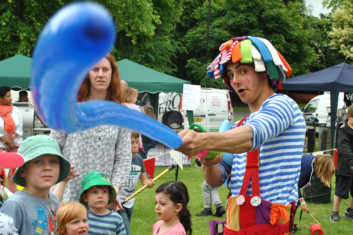 Balloon Modelling from The Joker Entertainment, stilt walking balloon modellers or balloon modeller, available at public events and private parties in Nottinghamshire, Lincolnshire, Leicestershire, Rutland, Derbyshire, South Yorkshire