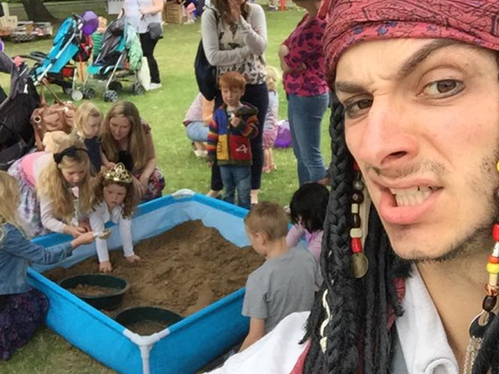 Pirate Gold digging, participation activity Boston, Sleaford, Lincolnshire, Lincoln, Newark, Nottinghamshire, Rutland, Northampton, South Yorkshire, have a go