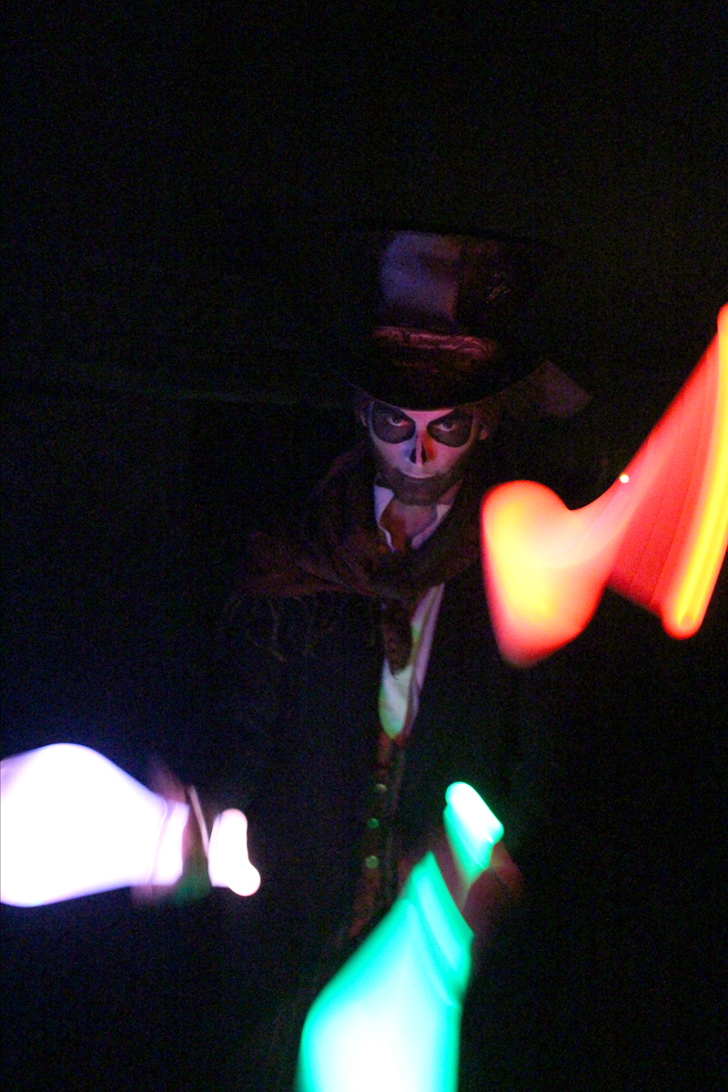 Glow Entertainer The Joker Entertainment providing circus entertainment, circus skills, stilt walking, balloon modelling, participation activity's and face painting in the Midlands, Nottinghamshire, Yorkshire, Leicestershire, Lincolnshire, Chesterfield, Wingerworth, Matlock, Derbyshire, Darley Dale, Clowne, Alfreton, Ripley, Wirksworth, Sutton in Ashfield, Kirby in Ashfield, Nottinghamshire, Leicestershire, Staffordshire, Lincolnshire, South Yorkshire