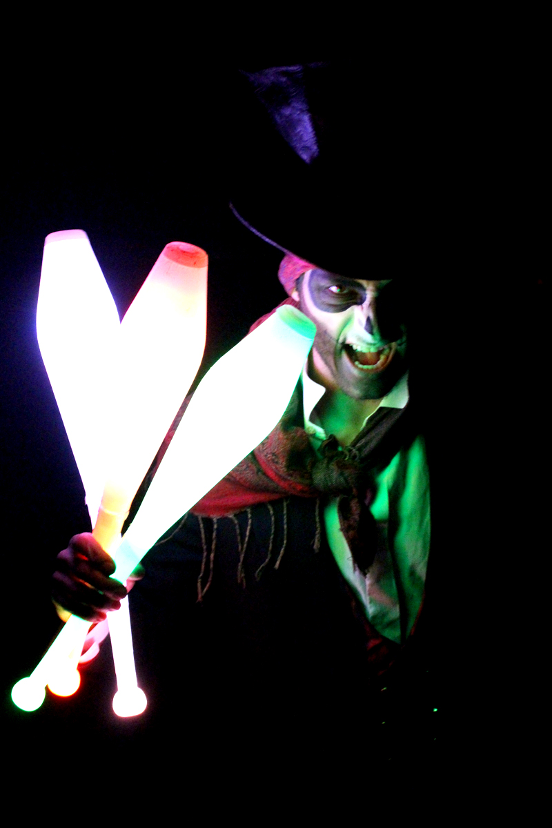 Glow Entertainers The Joker Entertainment providing circus entertainment, circus skills, stilt walking, balloon modelling, participation activity's and face painting in the Midlands, Nottinghamshire, Yorkshire, Leicestershire, Lincolnshire, Chesterfield, Wingerworth, Matlock, Derbyshire, Darley Dale, Clowne, Alfreton, Ripley, Wirksworth, Sutton in Ashfield, Kirby in Ashfield, Nottinghamshire, Leicestershire, Staffordshire, Lincolnshire, South Yorkshire