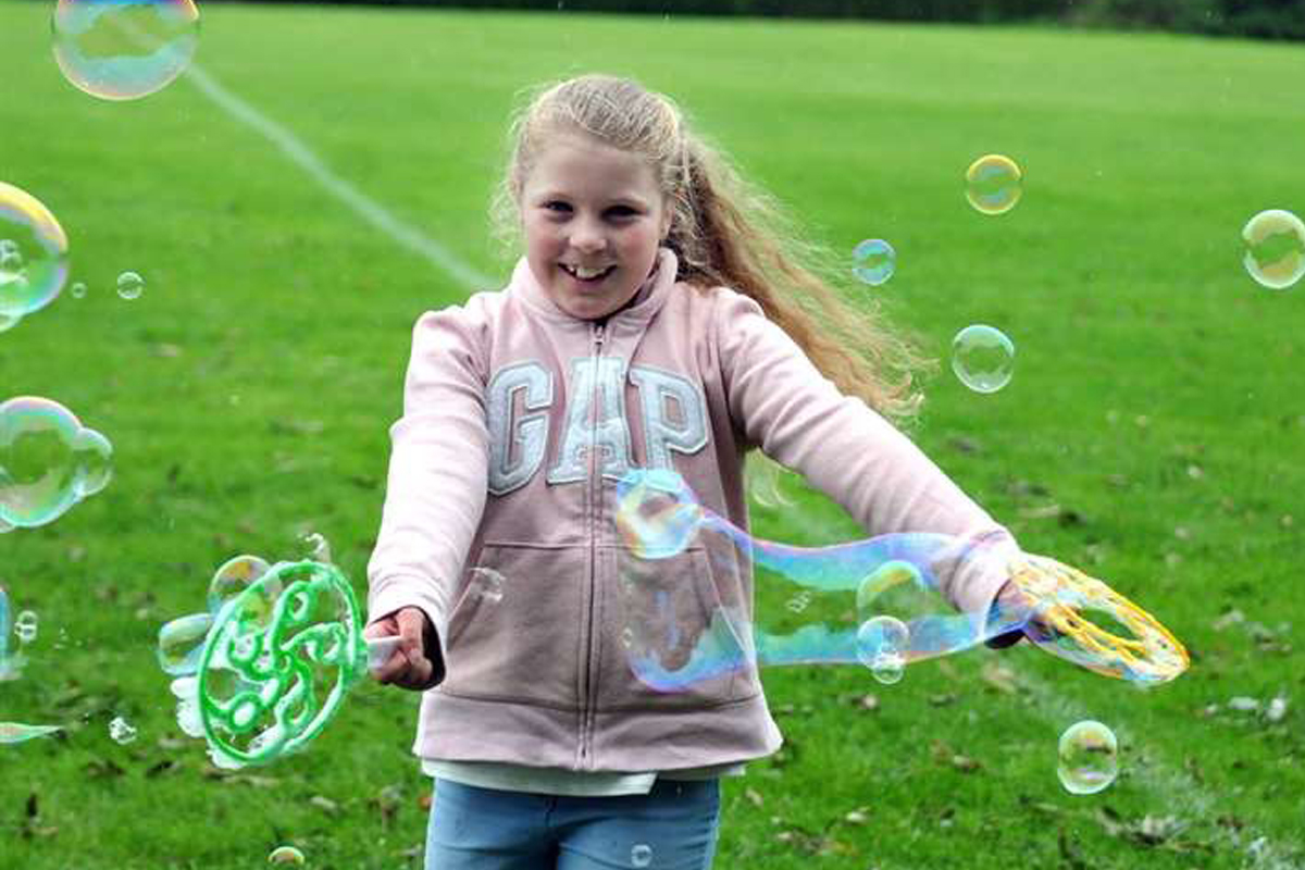 Bubble Entertainers and Bubble Workshops The Joker Entertainment providing circus entertainment, circus skills, stilt walking, balloon modelling, participation activity's and face painting in the Midlands, Nottinghamshire, Yorkshire, Leicestershire, Lincolnshire, Chesterfield, Wingerworth, Matlock, Derbyshire, Darley Dale, Clowne, Alfreton, Ripley, Wirksworth, Sutton in Ashfield, Kirkby in Ashfield, Nottinghamshire, Leicestershire, Staffordshire, Lincolnshire, South Yorkshire